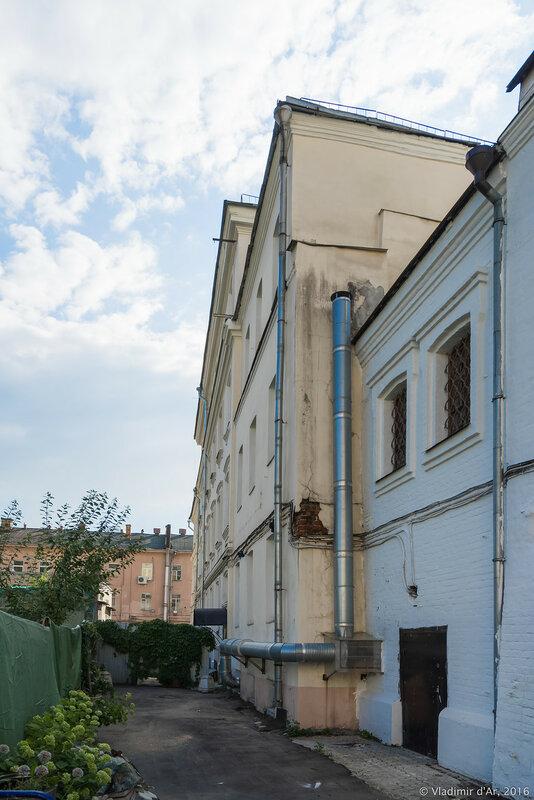 Храм Успения Пресвятой Богородицы на Чижевском подворье. Доходный дом церкви.