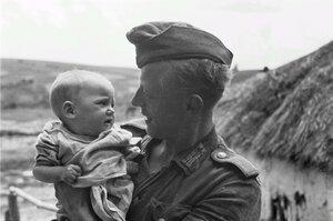 Франц Грассер с малышом