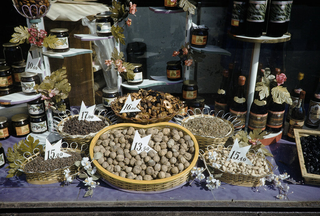 Russia, window display of fruits and nuts in Moscow