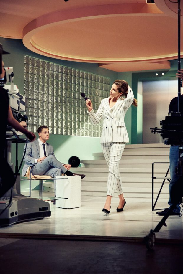 Watch CINDY CRAWFORD Show Off Her 80s Supermodel Moves