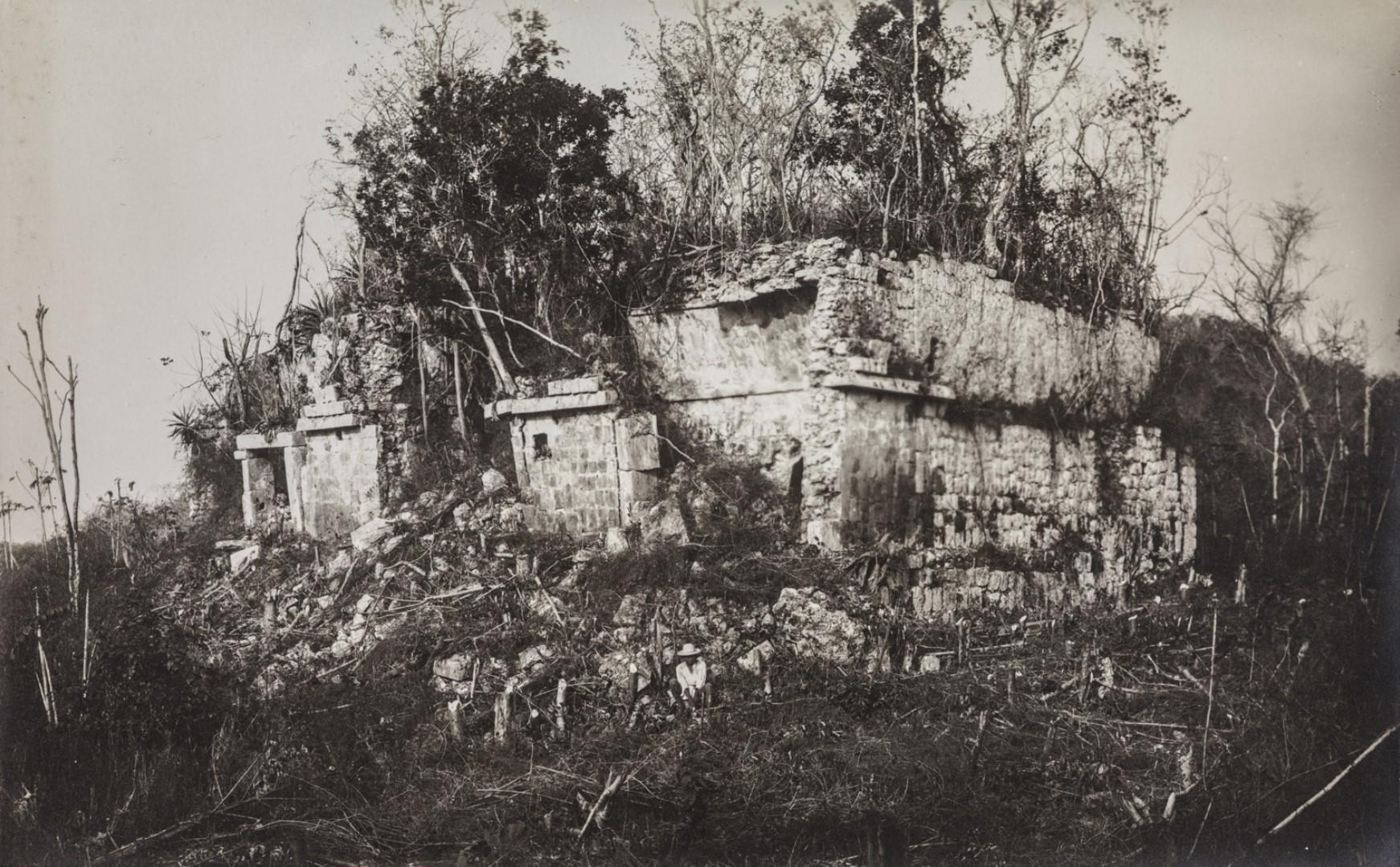 20. Здания в руинах Хачмултуна, которые исследователь Теоберт Малер назвал «судом» или «Тлатокан»