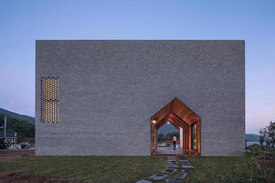Surprising Geometric Home In Korea (5 pics)