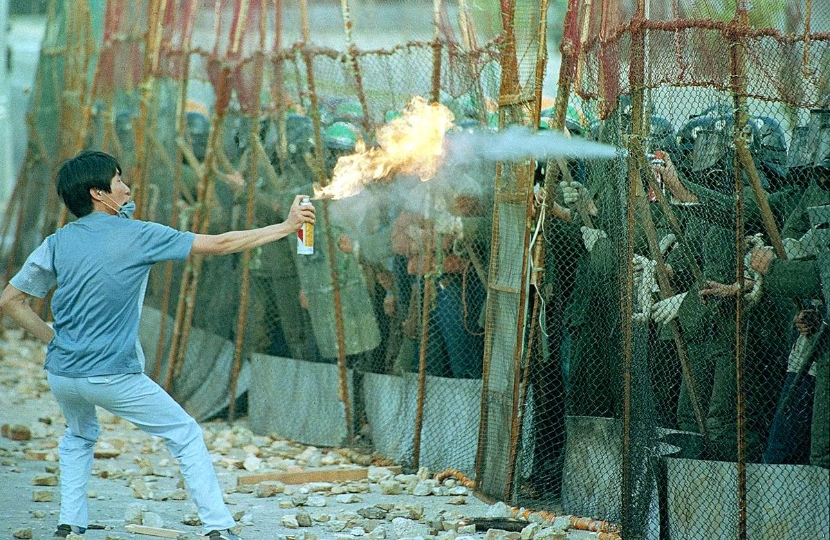 Такая вот дуэль: Южнокорейский студент против полицейского (1987 год)