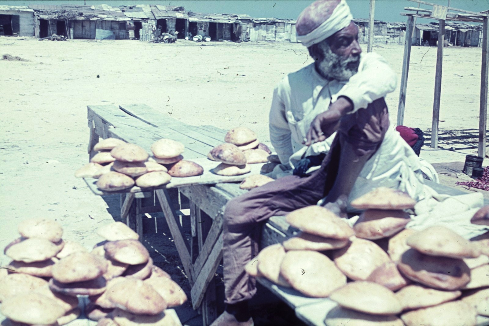 Триполи. Торговец питами на рынке