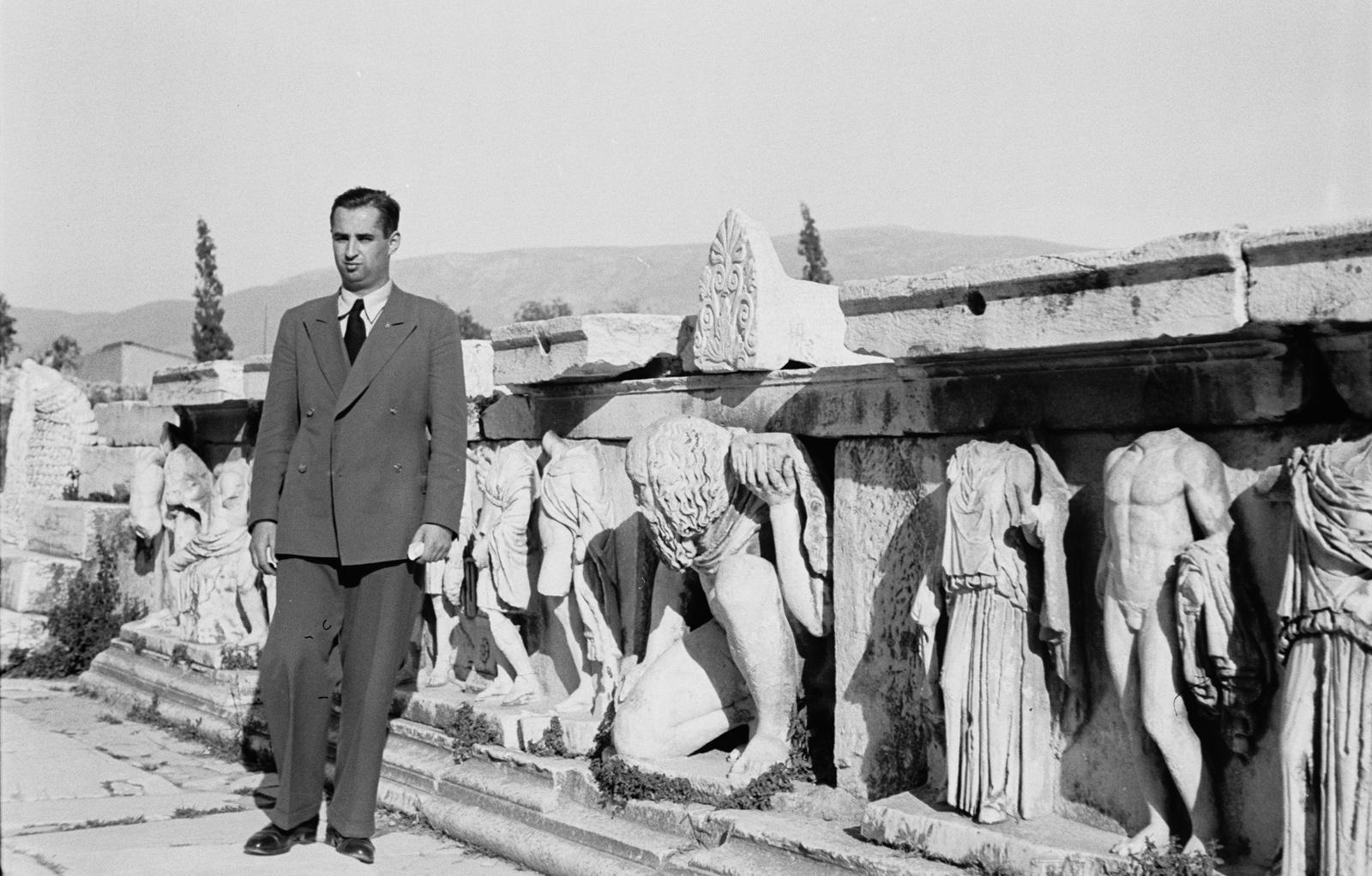 Акрополь. Театр Диониса. Скульптурный фриз