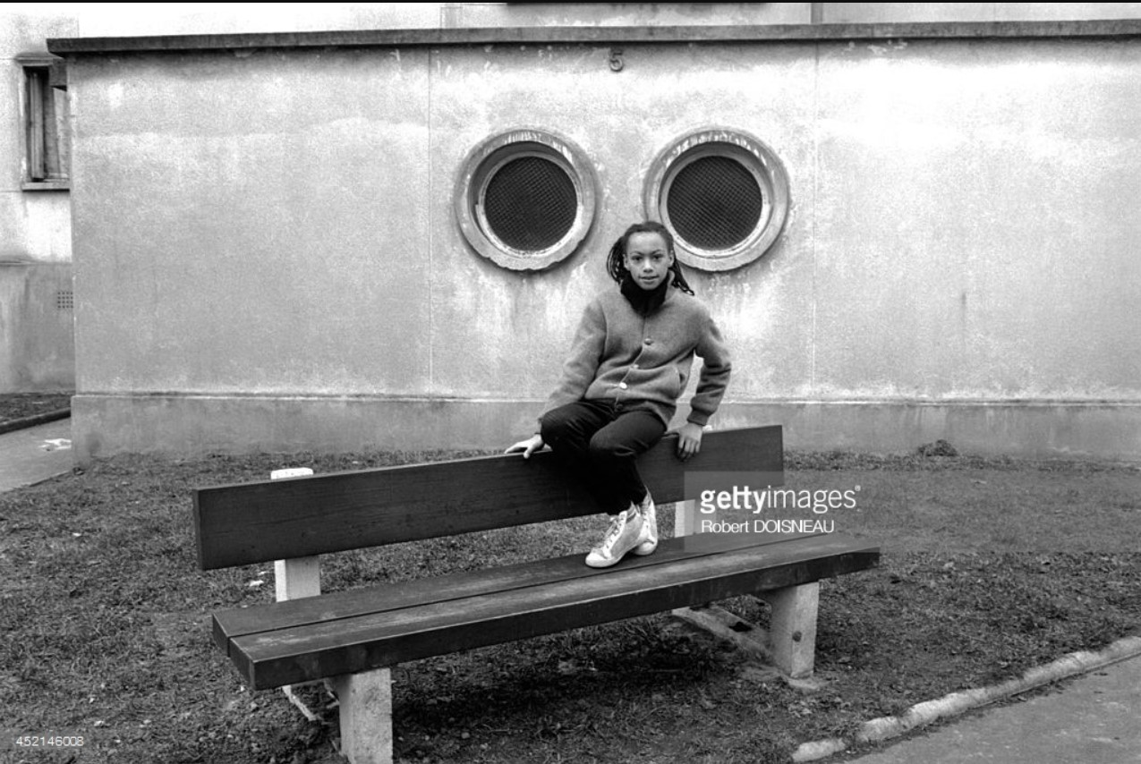 1987. Девочка на скамейке в Сен-Дени