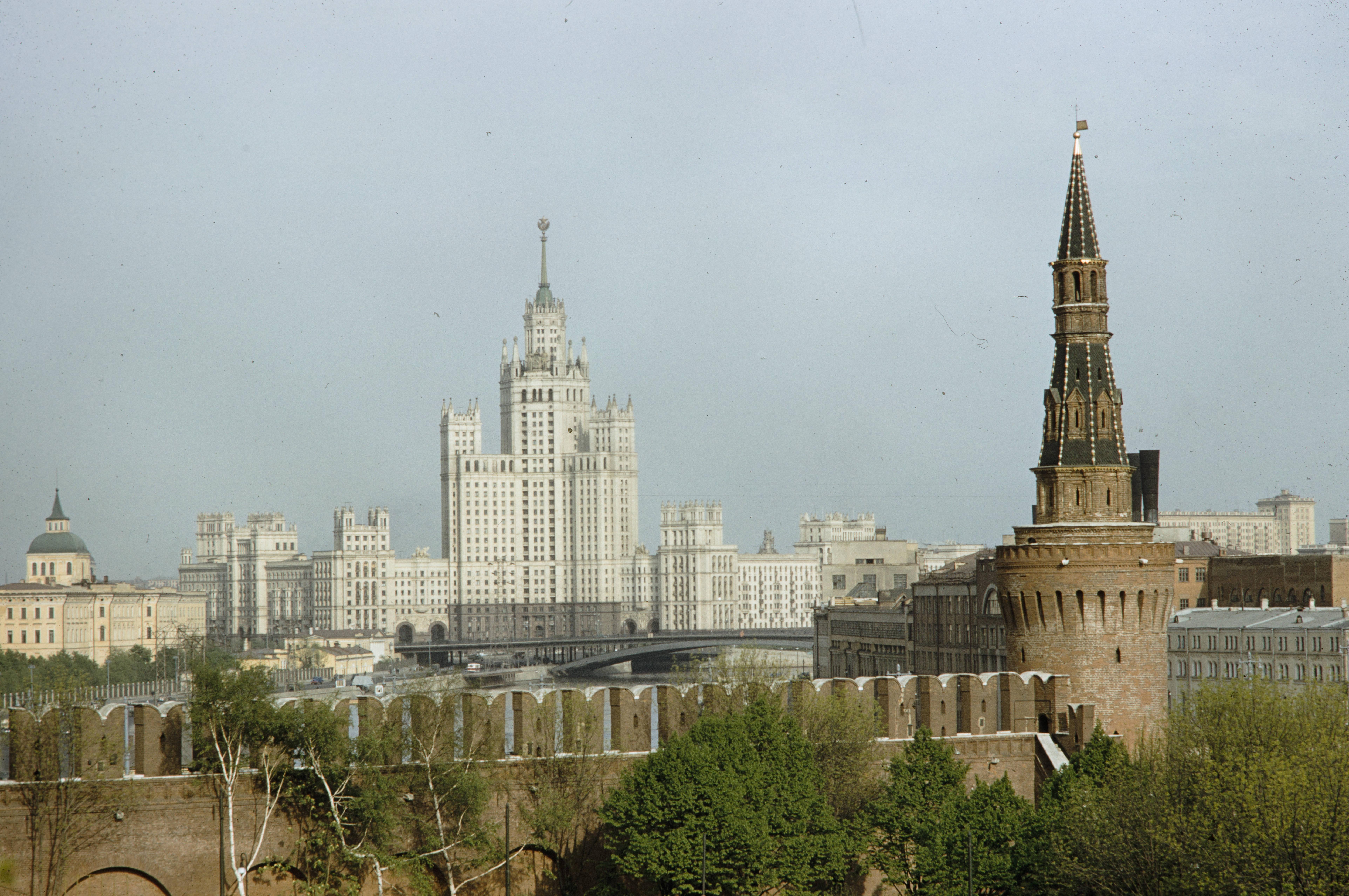 Вид из Кремля на Котельническую набережную
