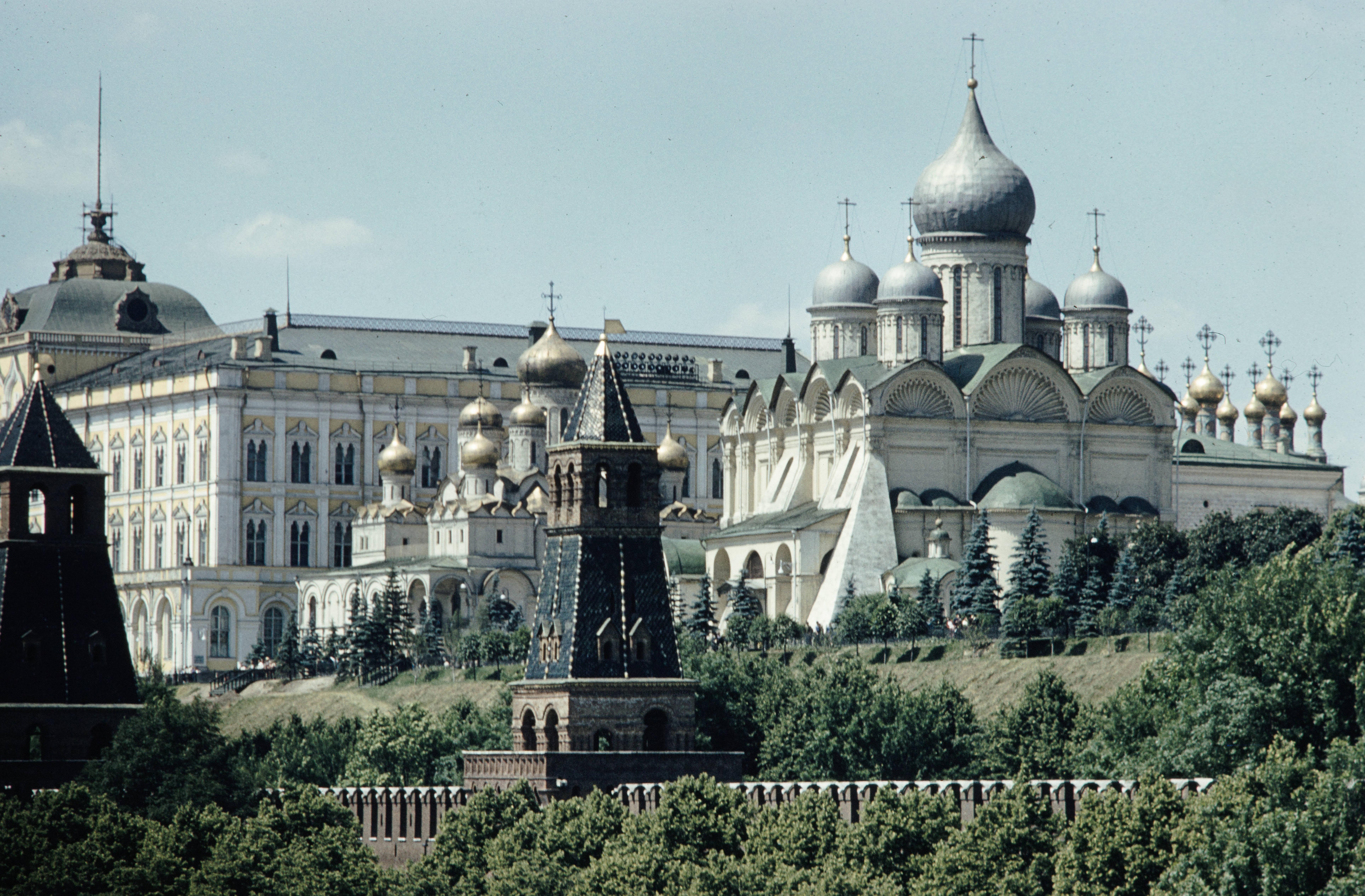 Церкви и Кремлевский дворец