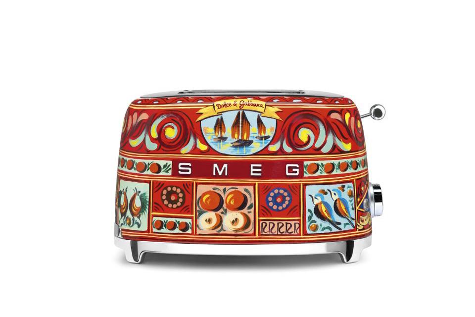 Gorgeous Dolce & Gabbana x Smeg Kitchenware (5 pics)