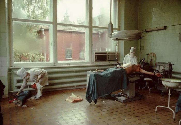 Лихие 90-е: отчаянная российская молодежь в объективе французского фотографа (30 фото)