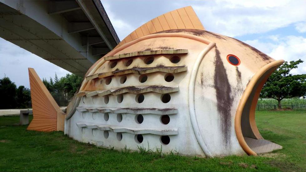 Japanese-Designed Public Restrooms in the Shape of Fish, Crabs, Tree Stumps (11 pics)