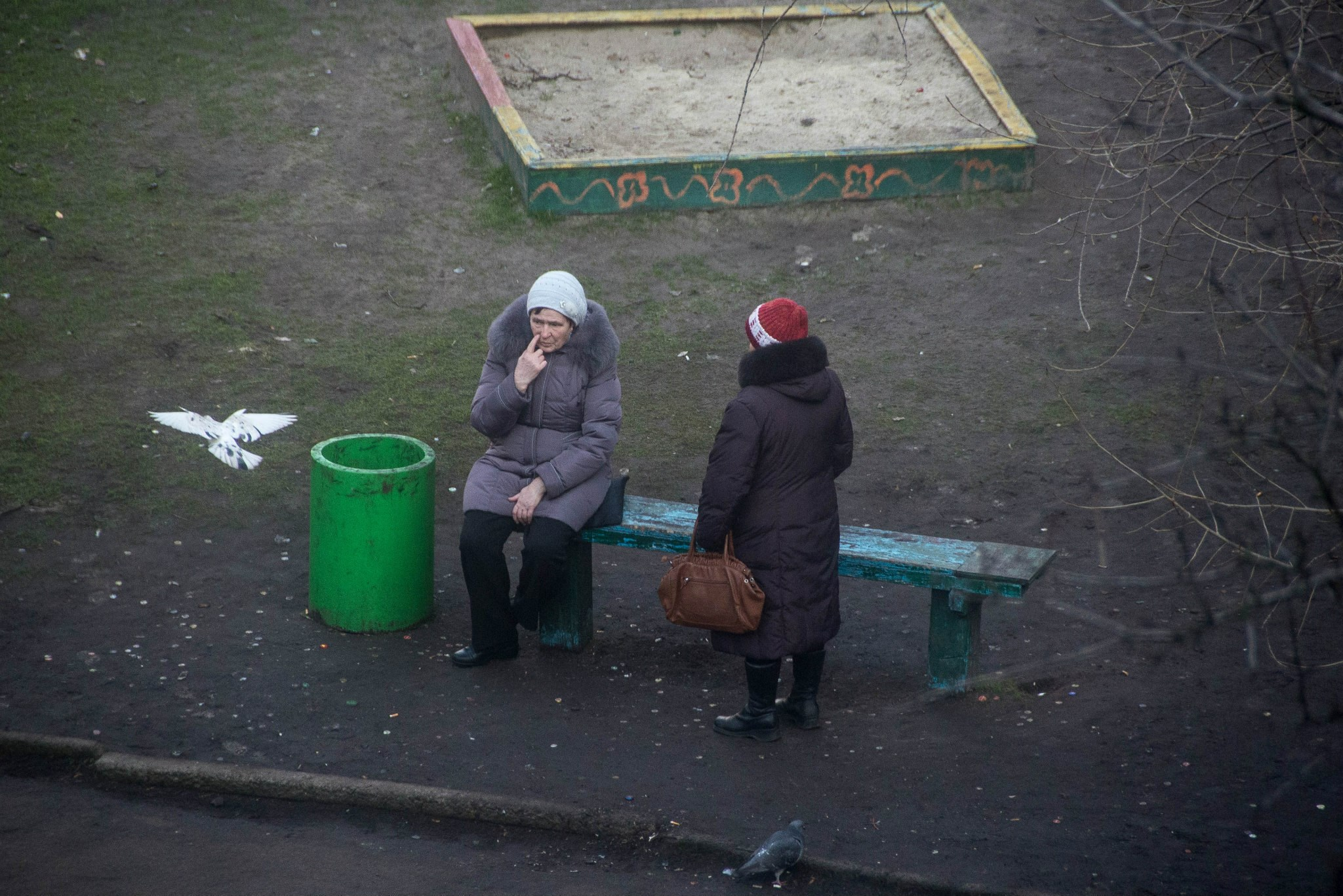A Photographer Captures a Decade in the Life of a Single Ukrainian Park Bench
