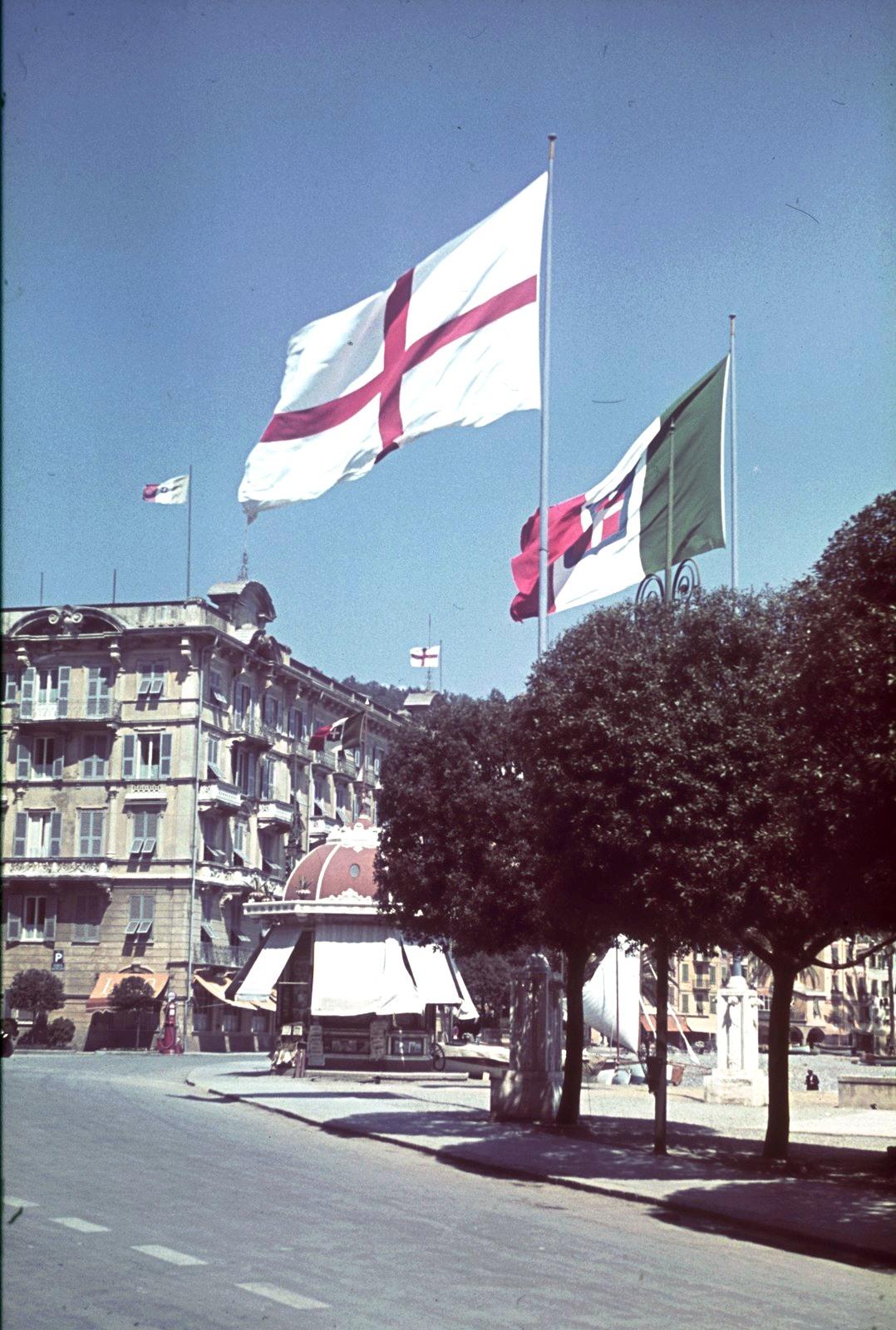 Генуя. Флаги Генуи и Итальянского королевства