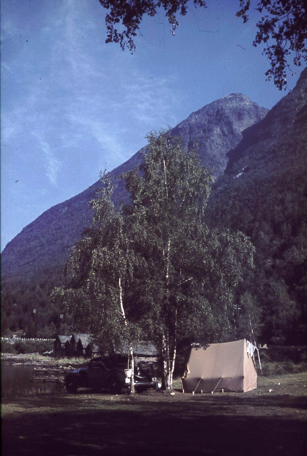 Нерёй-фьорд. Кемпинг в горной долине