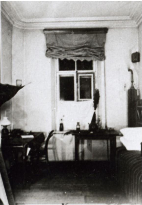 Комната студента в общежитии Петровской академии 1890-е годы