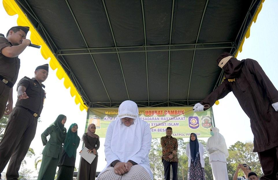 Очередная публичная порка в Индонезии