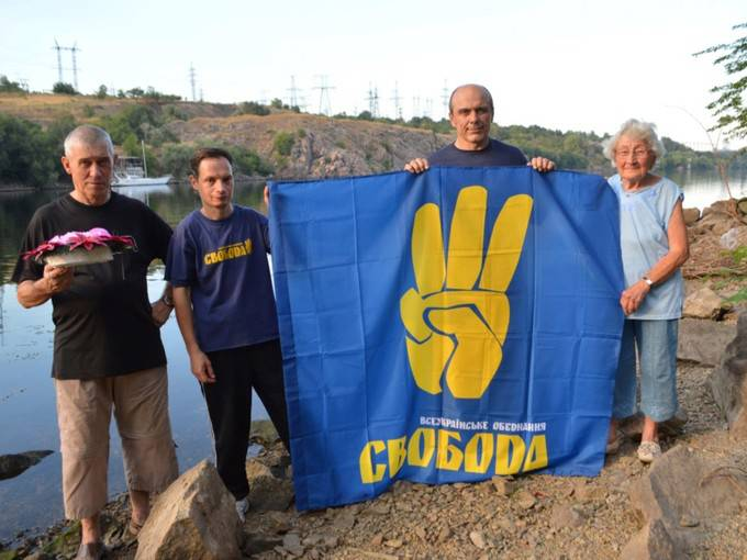Запорожцы почтили память жертв подрыва Днепровской ГЭС