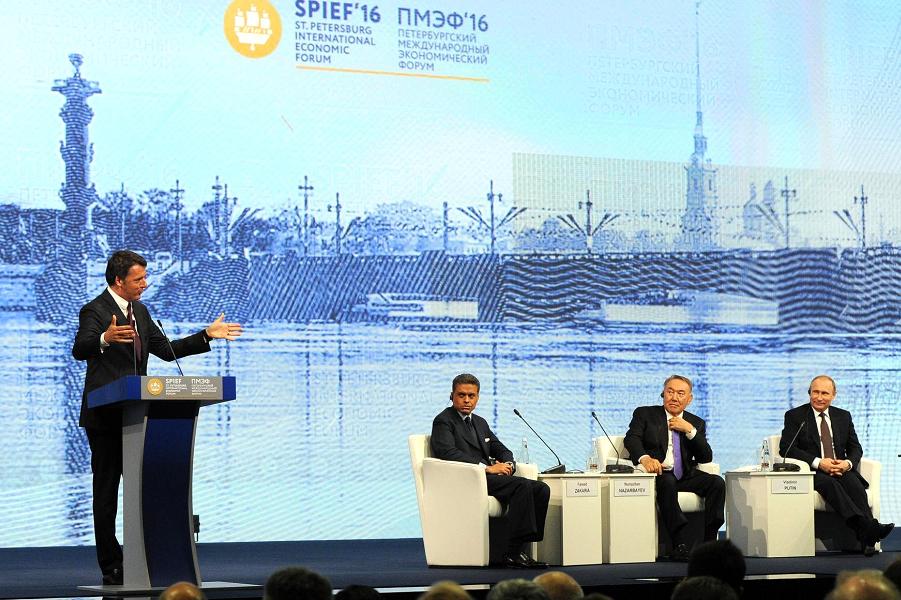 ПМЭФ 2016, модератор Фарид Закария, Путин, Назарбаев, Ренци.png