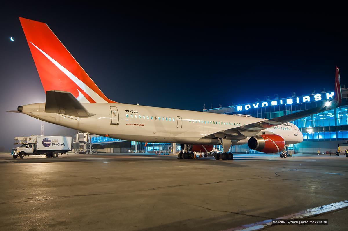 Boeing 757 (VP-BOO) Royal Flight в Новосибирске. (с) Фото Максима Бугаева
