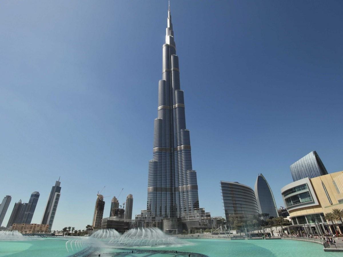37. Полюбуйтесь видом со смотровой площадки Бурдж-Халифы — самого высокого здания в мире, Дубай.