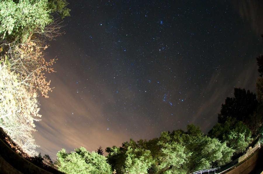 7. Ориониды Ориониды активны в период с октября по ноябрь. Хотя обычно можно увидеть всего лишь 10-2