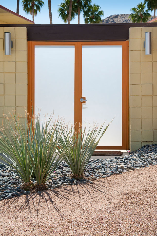Smooth Sliding Use your front doors as a great way to drain light into your home. Sliding doors are