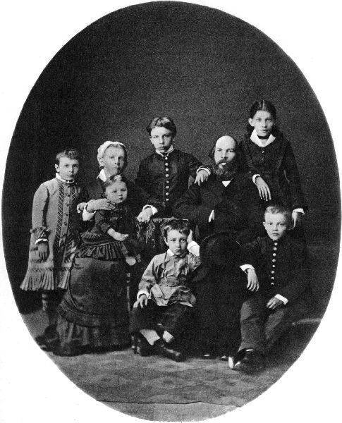 Ленин в гимназические годы в кругу своей семьи. Симбирск, 1879.jpg