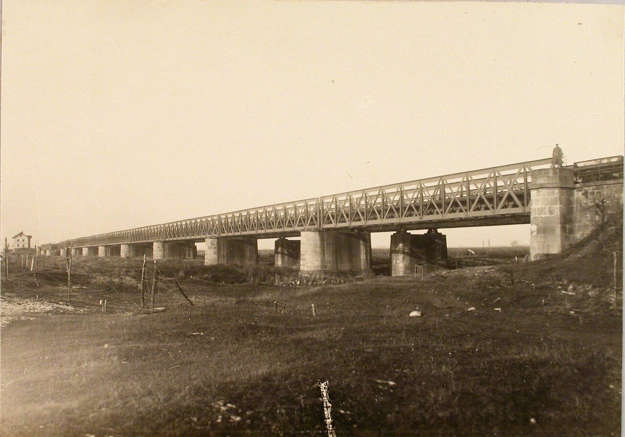 80. Общий вид разрушенного моста через реку Дунаец. Галиция, ст. Тарнов