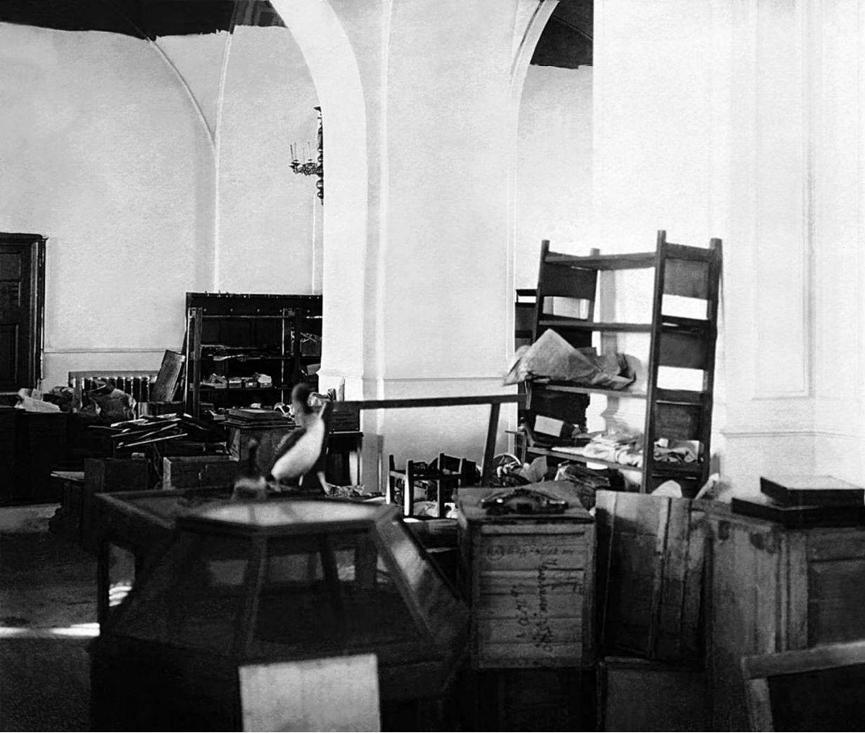 1929. Челябинск. Имущество Челябинского музея, перевезенное в здание бывшей Троицкой церкви