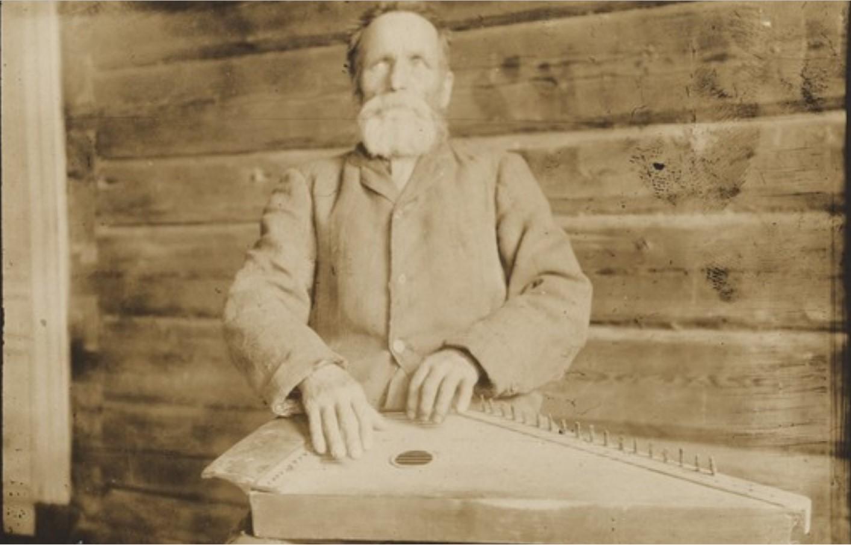 Импилахти. Юхо Уймонен, играющий на кантеле