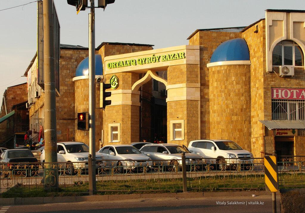 Центральный верхний рынок Шымкента