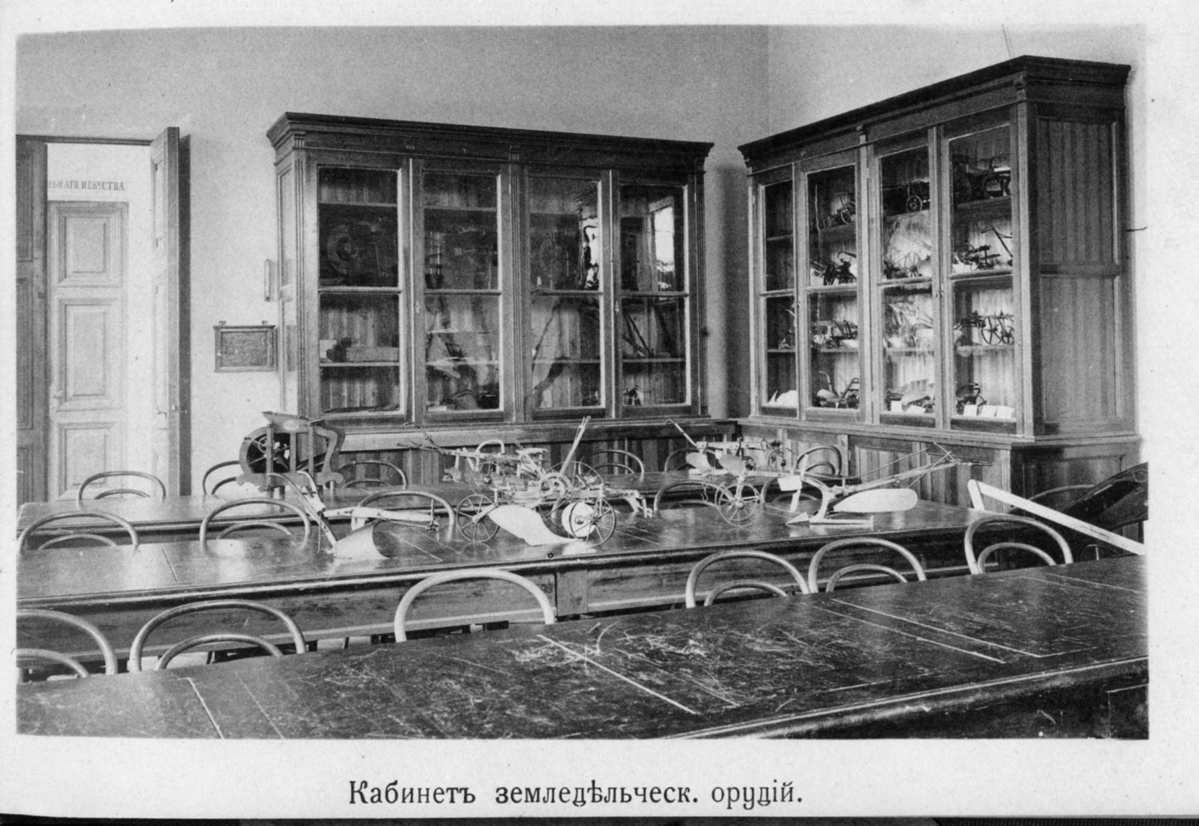 Зал ученых советов академии