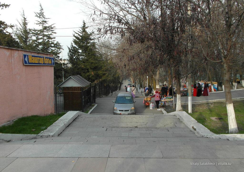 Выход с центральной площади Оша