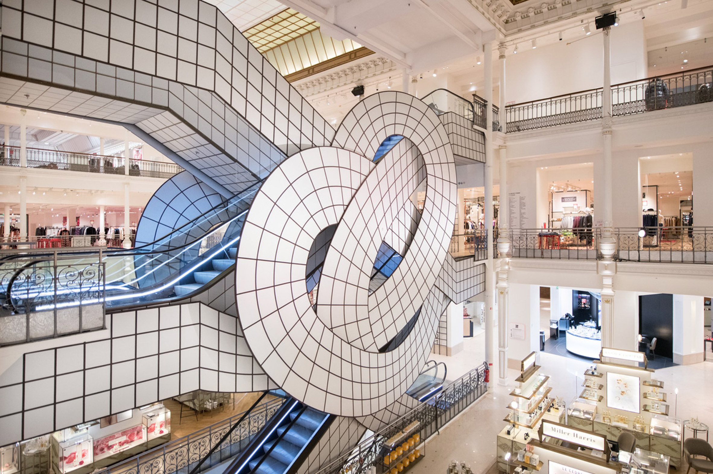 Visual Trickery into a Parisian Store