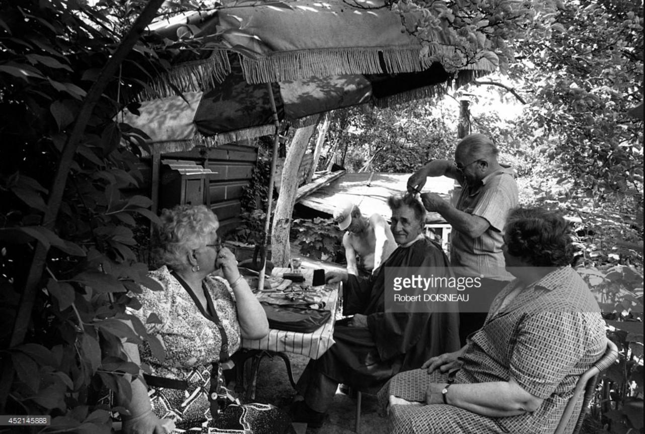 1987. Парикмахерская под деревьями в Сен-Дени