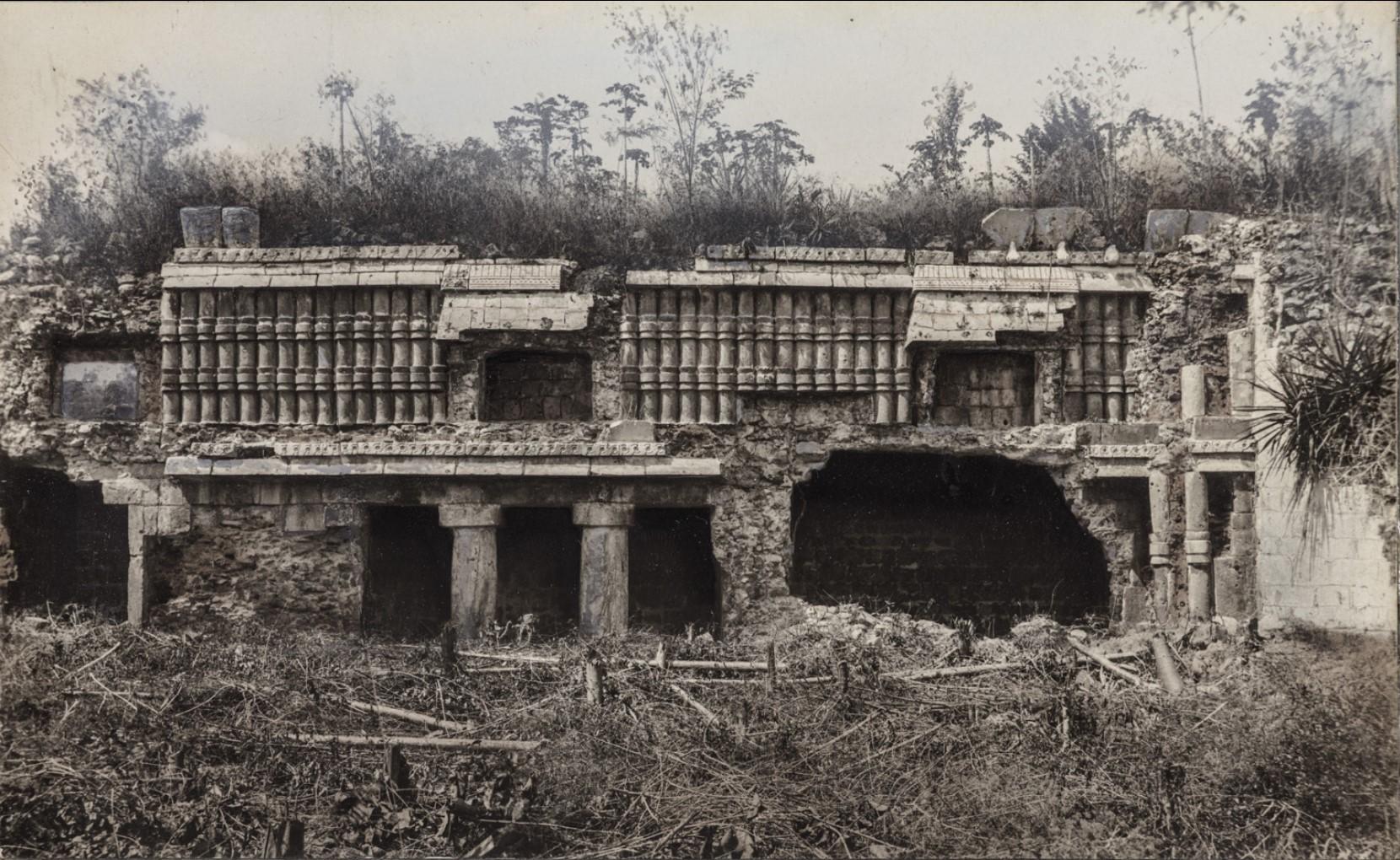 18. Южный фасад храмового дворца в районе Шет-Пооль руин Чакмультуна