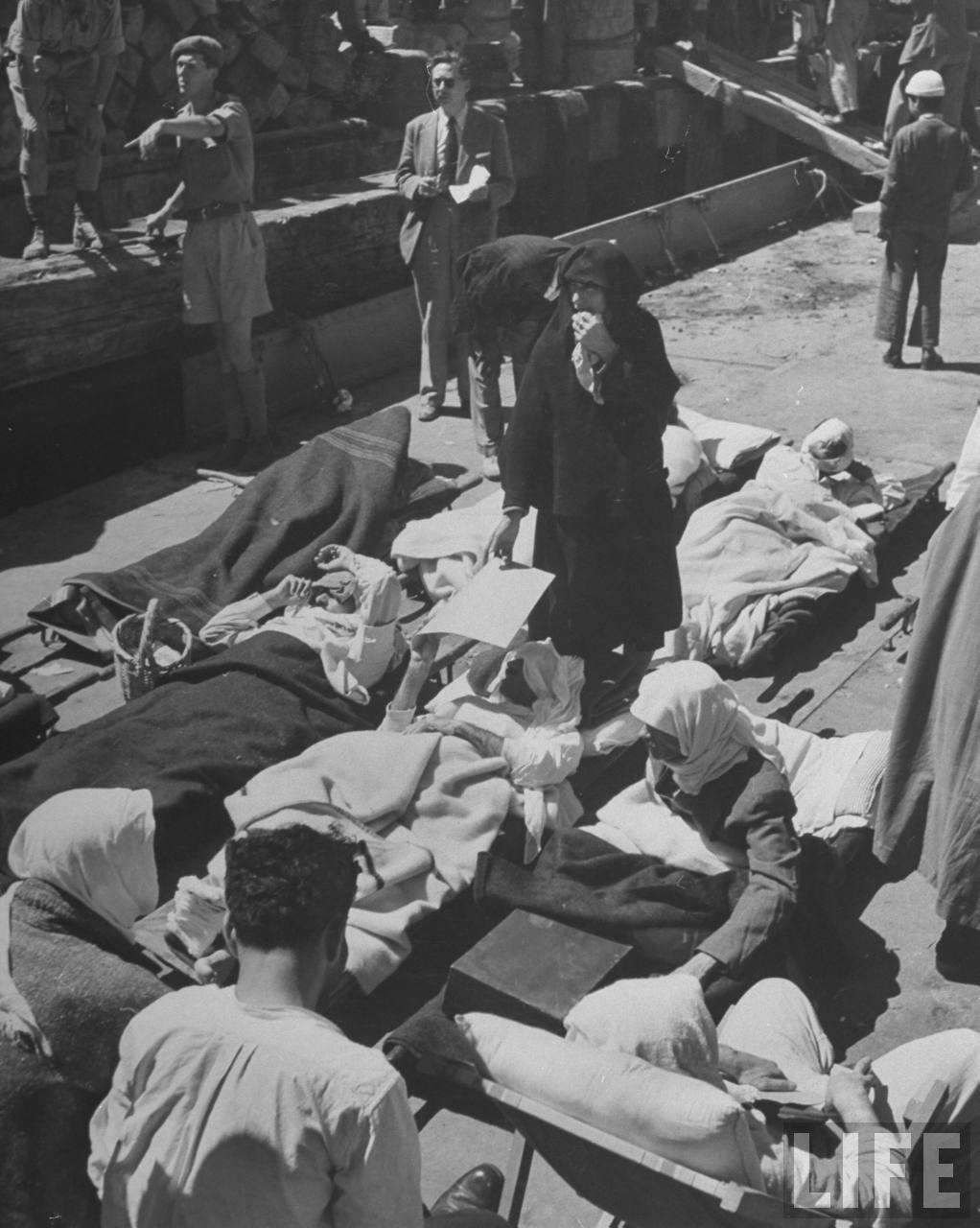 Раненные арабские бойцы, которые должны были быть эвакуированы в Хайфу. Апрель