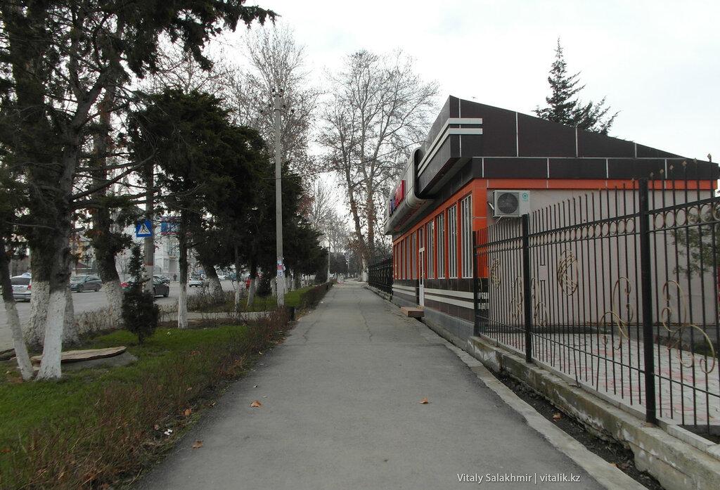Улица в Оше, Кыргызстан