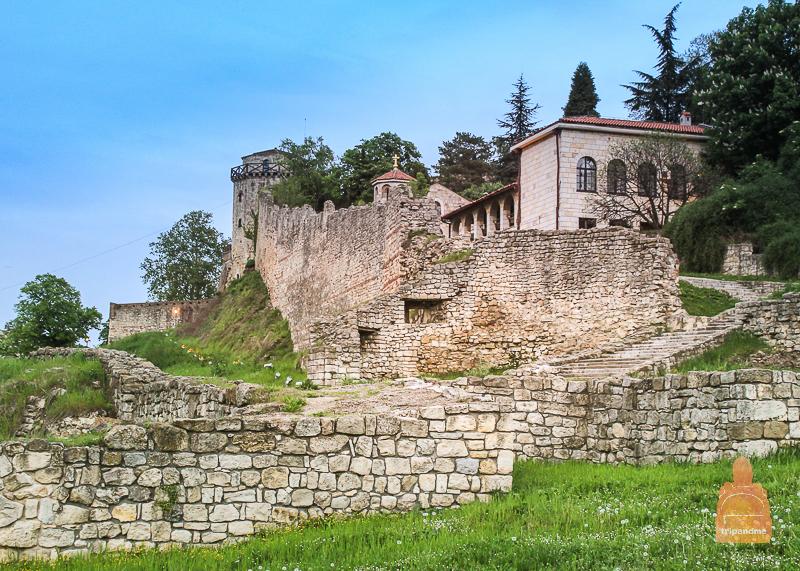 Церковь Святой Петки и башня Якшича