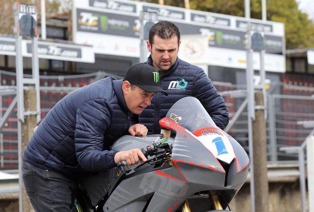 Макгиннес и Майкл Данлоп - напарники в гонках суперспорта на ТТ 2018