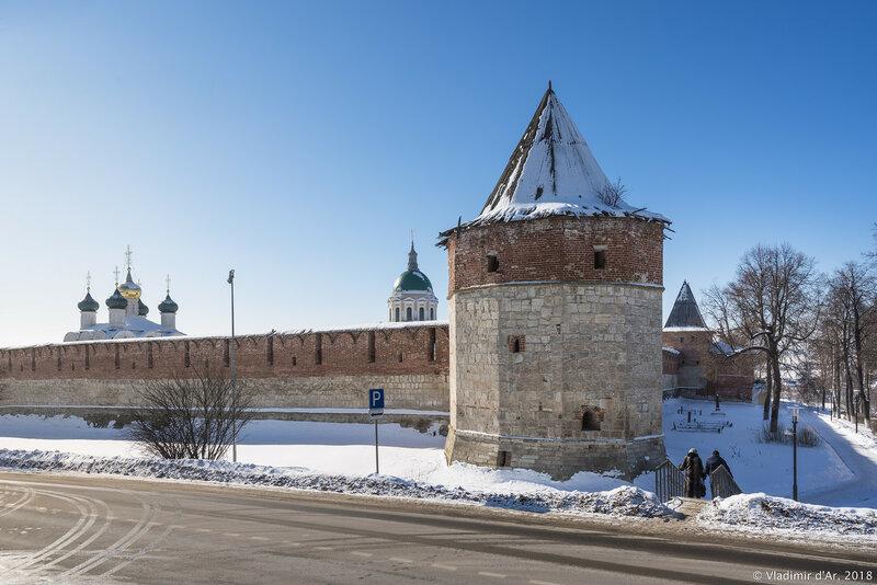 Наугольная казённая башня. Зарайский кремль.