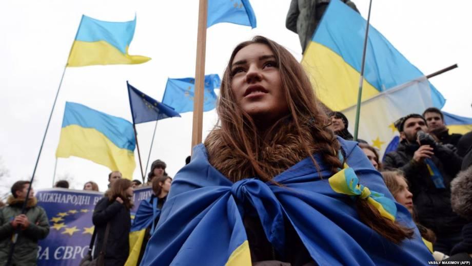 Украинцы оптимистично настроены относительно экономики, несмотря на коррупцию – опрос IRI