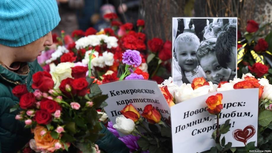 В Москве на траурном митинге по жертвам кемеровская пожара скандируют «Путина – в отставку»