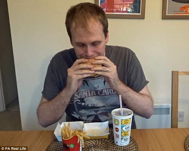 Есть бургеры и не толстеть: блогер неделю питался в «Макдоналдсе» и похудел (4 фото)