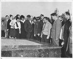 У памятника погибшим в годы Великой Отечественной войны