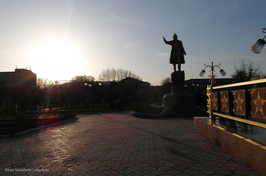 Памятник Шамши Калдаяков, Шымкент