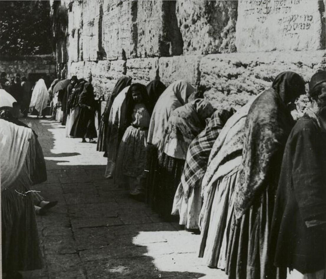 Иерусалим. Женщины у Стены Плача