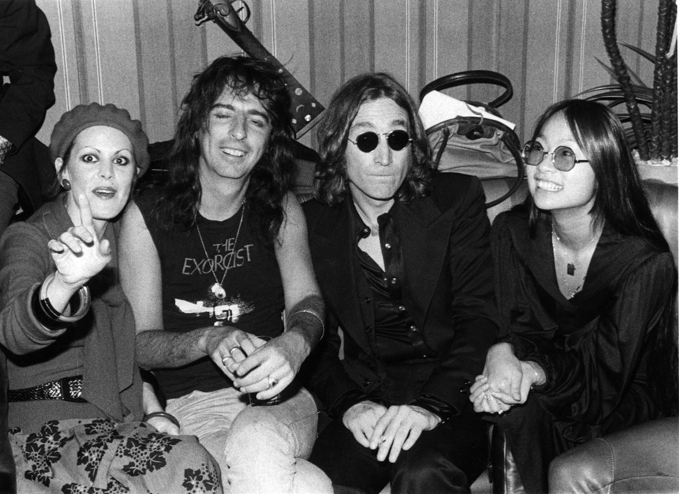 1974. Элис Купер, Джон Леннон и Мэй Пэнг.