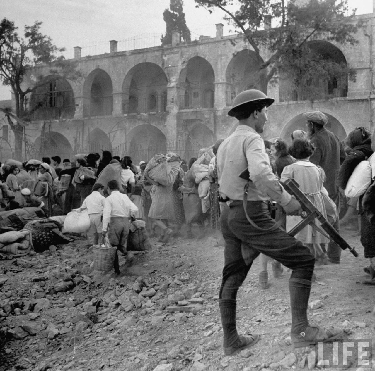 Еврейские семьи бегут из города. Иерусали, июнь
