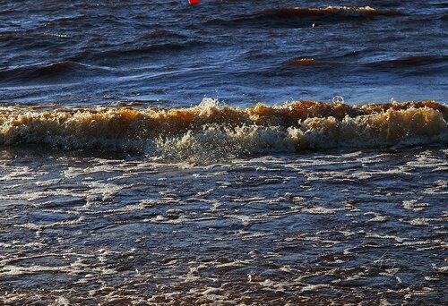 Волна и брызги